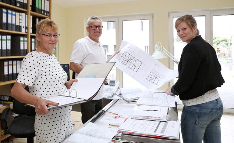 Familie Juskowiak im Büro Schwülper